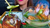 国外美女吃播:日本神户牛排+蘑菇