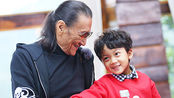 宝贝的新朋友谢贤带孙子上综艺节目,有人问谢霆锋答:谢霆锋是谁?我跟他不熟